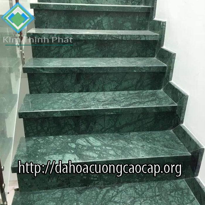 đá hoa cương cầu thang xanh